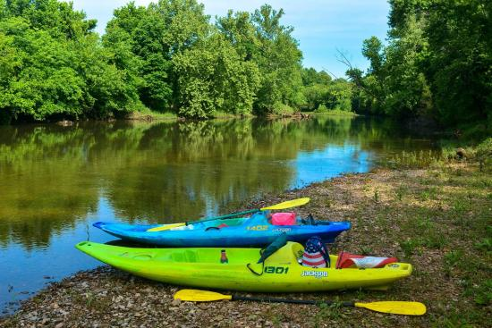 Leasburg, MO: Kayaks @ Bluffs Put In