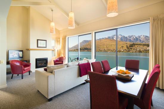 Villa del Lago: Villa Living & Dining