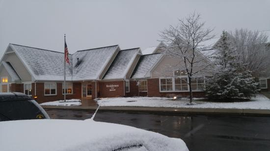 Residence Inn Holland: snow makes everything look romantic