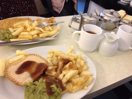 Gillie's Plaice: food