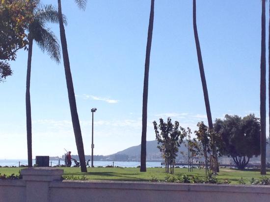 Kona Kai Resort & Spa, A Noble House Resort: Outside of hotel. Great area to walk around...