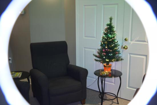Bedford, Canadá: Chill area - seasonal decorations enhance the restful atmosphere