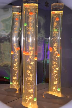 Bedford, Canadá: The Sensory Room - Bubble tubes with mirrors create illusion and mystery