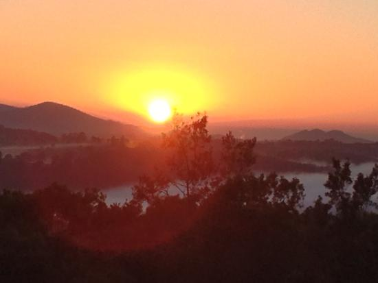 Mount Christopherson Retreat: Spectacular sunrise!