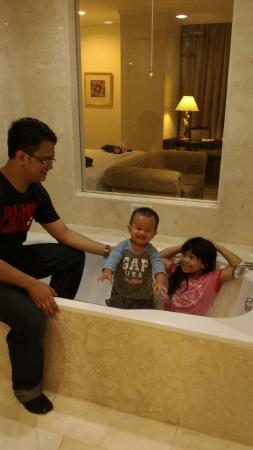 The Papandayan Bathtub Dengan Kaca
