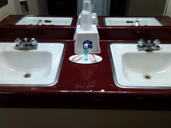Knights Inn Fayetteville/Fort Bragg: bathroom area