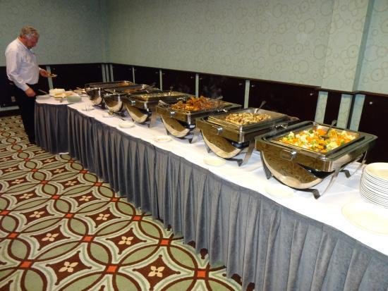 Four Points by Sheraton Richmond Airport: Buffet well arranged and prepared