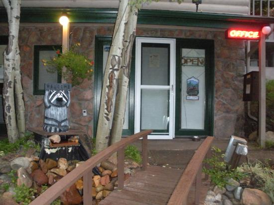 Sunnyside Knoll Resort: Office entrance
