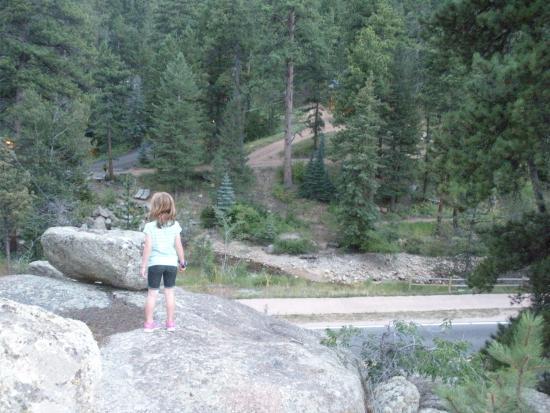 Sunnyside Knoll Resort: Rocky cliffs