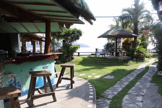 Puerto Nirvana Beach Resort : Restaurant / bar and pool