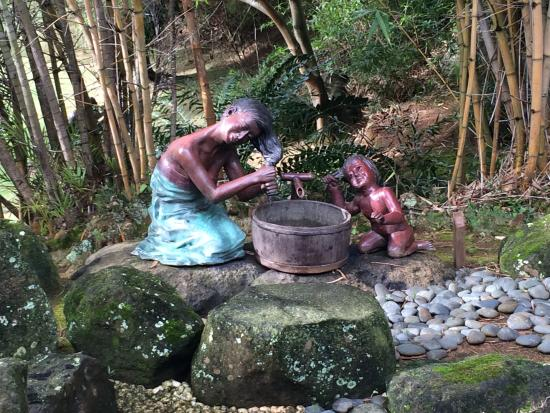 Na Aina Kai Botanical Gardens: Sculpture: Hawaiian Mother/daughter Washing  Hair