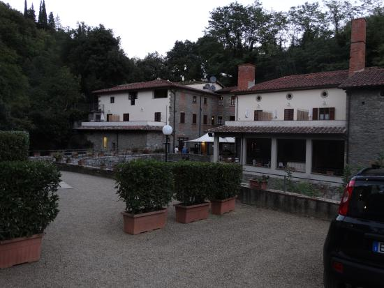 Residence La Ferriera: view from carpark