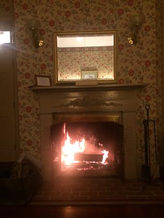 Brampton Bed and Breakfast Inn: The drive into the inn and the fireplace in the sunrise cottage
