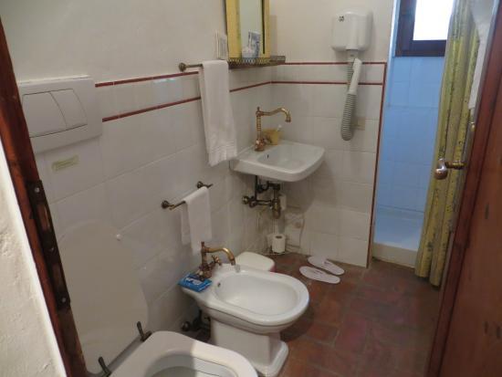 Fortezza de'Cortesi: Ванная комната