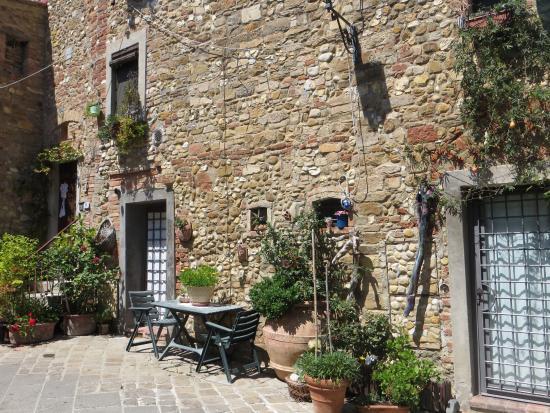 Fortezza de' Cortesi: Внутренний двор