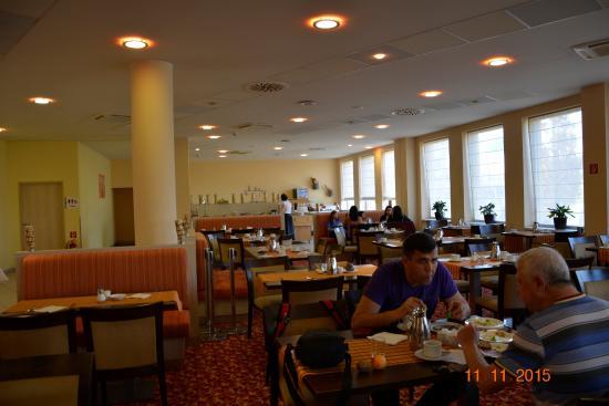Vienna House Easy Bratislava: Основной зал