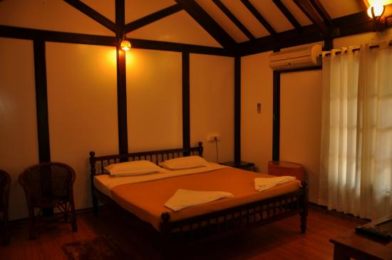 Rajapark Beach Resort: Interior Vintage Villa AC
