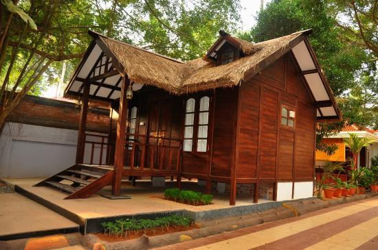 Rajapark Beach Resort: Vintage Villa AC