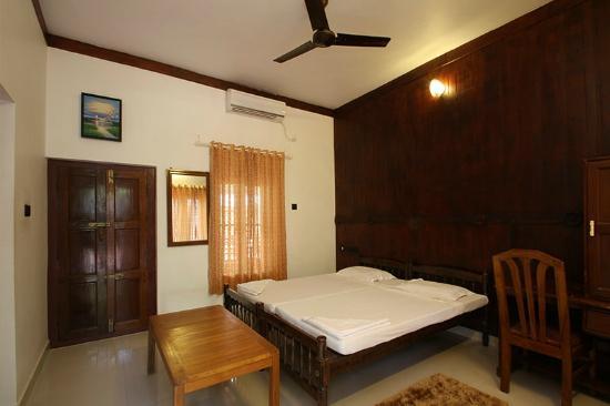 Rajapark Beach Resort: Deluxe A/c Room -interior