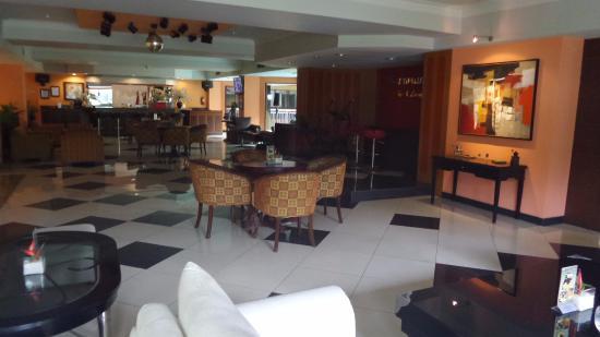 Garden Permata Hotel: lounge, bar