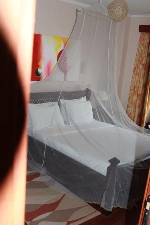 Serene Valley Apartments & Spa: master bedroom