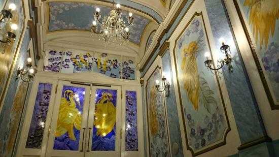 Hotel William: Холл на 1 этаже