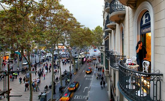 Hotel Continental Barcelona: View from our Superior Balcony Ramblas Room