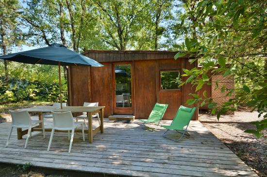 Camping Les Cent Chenes : CHALET COSY