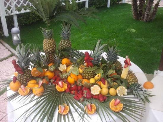 Decorazioni Buffet Frutta : Decorazione frutta fresca foto di il pino doro torre del greco