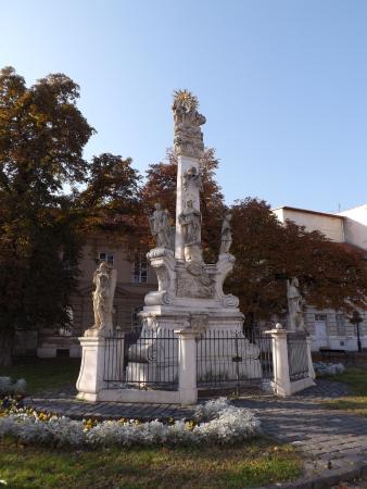 Óbuda: Pomnik Ducha Świetego na Placu Świętego Ducha