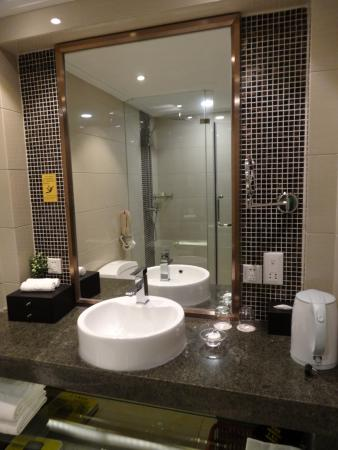 Fenghuang Suyuan Hotel: Badezimmer