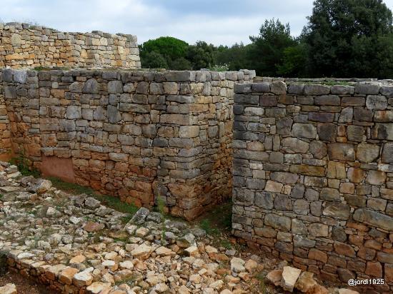 El Brull, Spain: Interior de la muralla. Cuerpo de guardia.