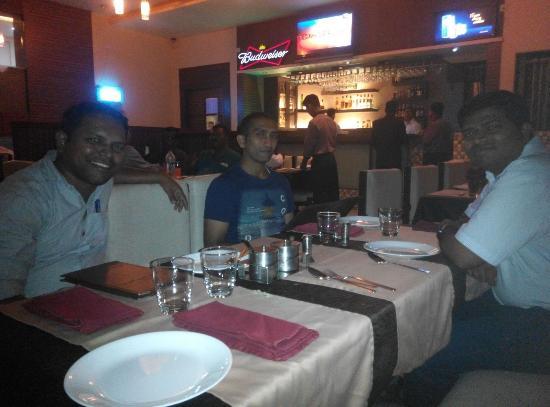 Ulhasnagar, India: Partying with Hitesh, Vinod and Sandeep