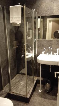 Jardin de Neuilly : Bathroom