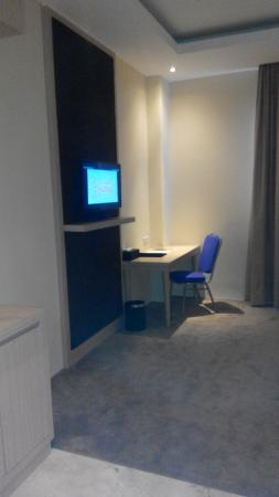 table and chair with power outlet wifi works picture of lariz rh tripadvisor com