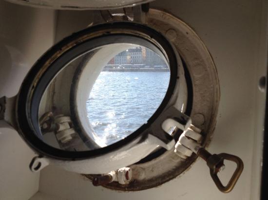Hostel af Chapman: 船内の部屋の窓
