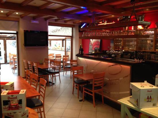 Voici le bar de la brasserie avec un large choix de bières