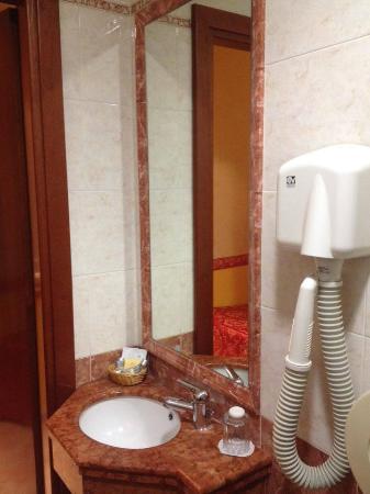 Hotel Dolomiti: bagno pulito