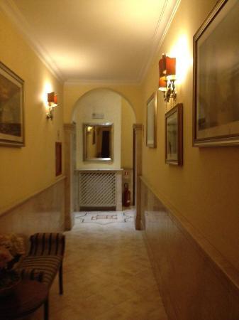 Hotel Dolomiti: corridoi ampi
