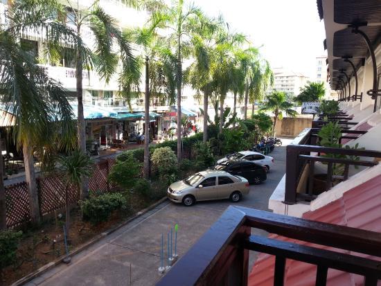 Nirvana Boutique Suites: Вид с балкона