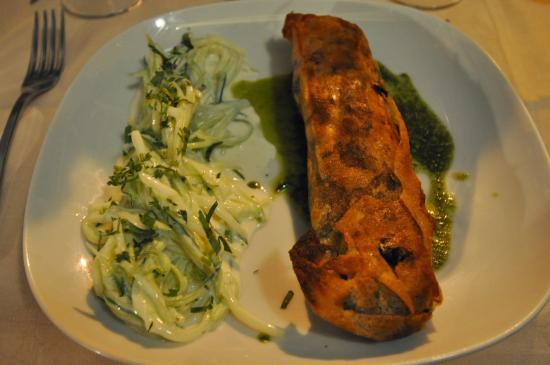 Au Bascou: Lamb in Pastry dish