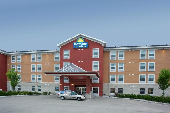 Days Inn and Suites Sherwood Park Edmonton: Hotel Exterior