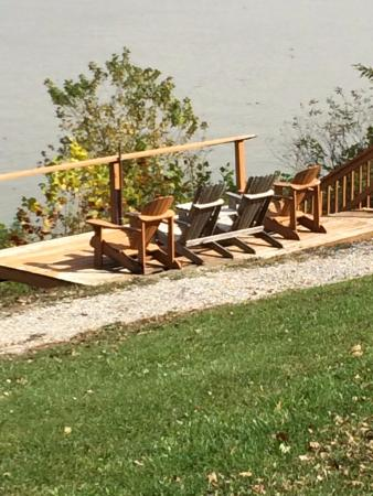 Cannelton, IN: Private riverside viewing deck