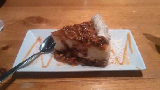 Newport News, VA: Cheesecake with caramel/pecan topping - a perfect finish!