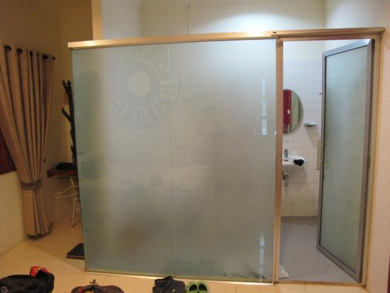 Viva Hotel : Прозрачный душ