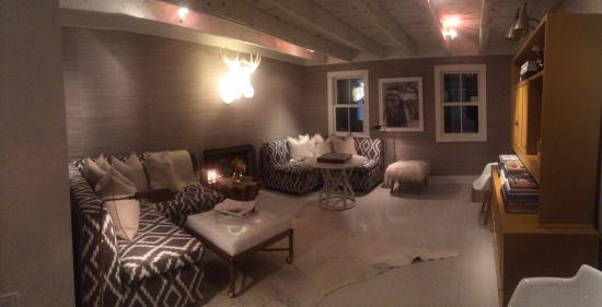 Washington, Wirginia: Lobby/Living Room