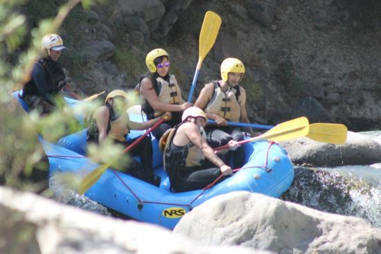 Expediciones y Aventuras - Day Tours: En el rio chili