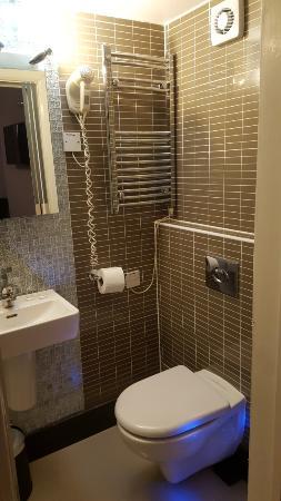 Hyde Park Suites Serviced Apartments: Bathroom