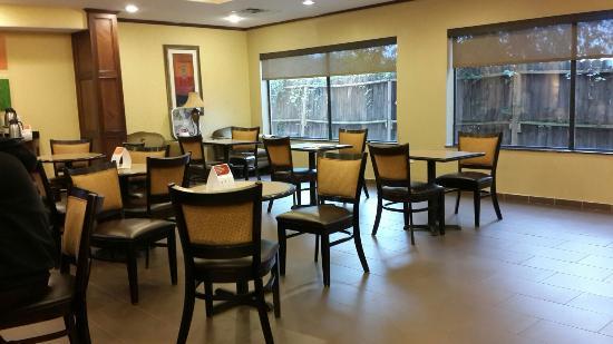 Comfort Suites University Drive: C360_2015-12-02-07-52-24-174_large.jpg