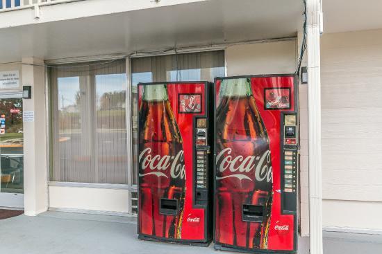 Motel 6 Somerset: Vending